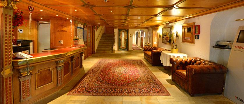 Hotel Alte Post, St. Anton, Austria - Lobby reception.jpg